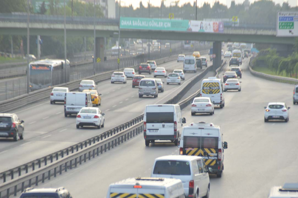 İstanbul yeni güne hareketli başladı! Trafik yoğunluğu dikkat çekti 11