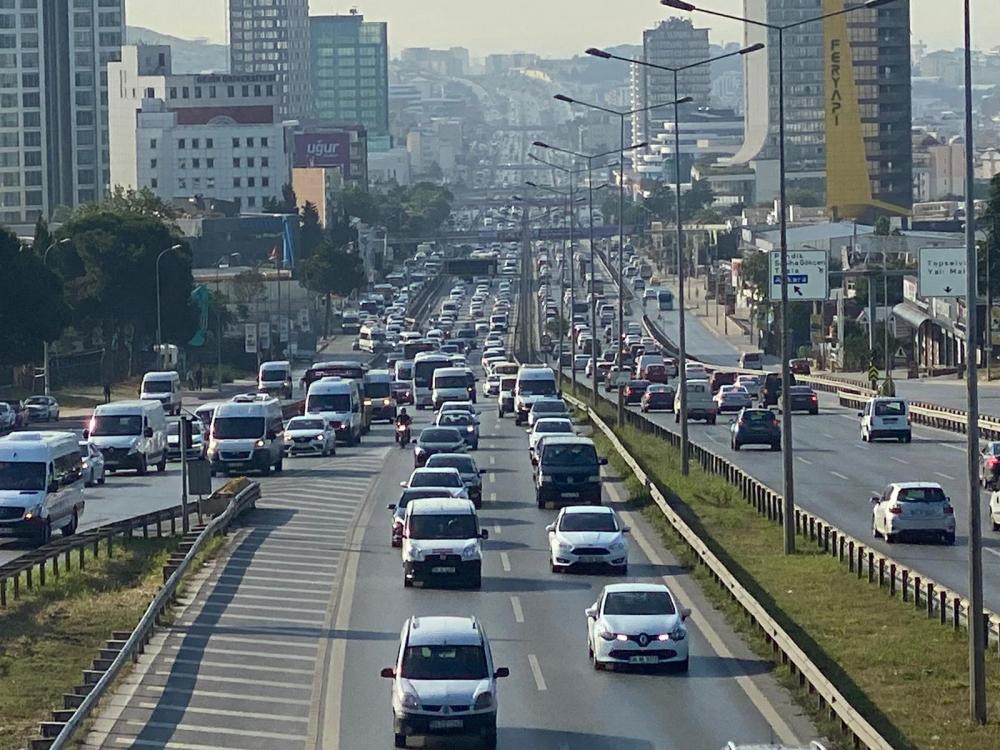 İstanbul yeni güne hareketli başladı! Trafik yoğunluğu dikkat çekti 12