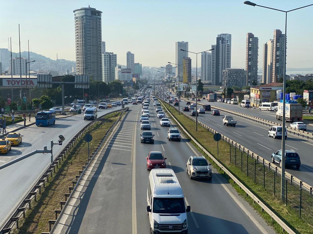 İstanbul yeni güne hareketli başladı! Trafik yoğunluğu dikkat çekti 14