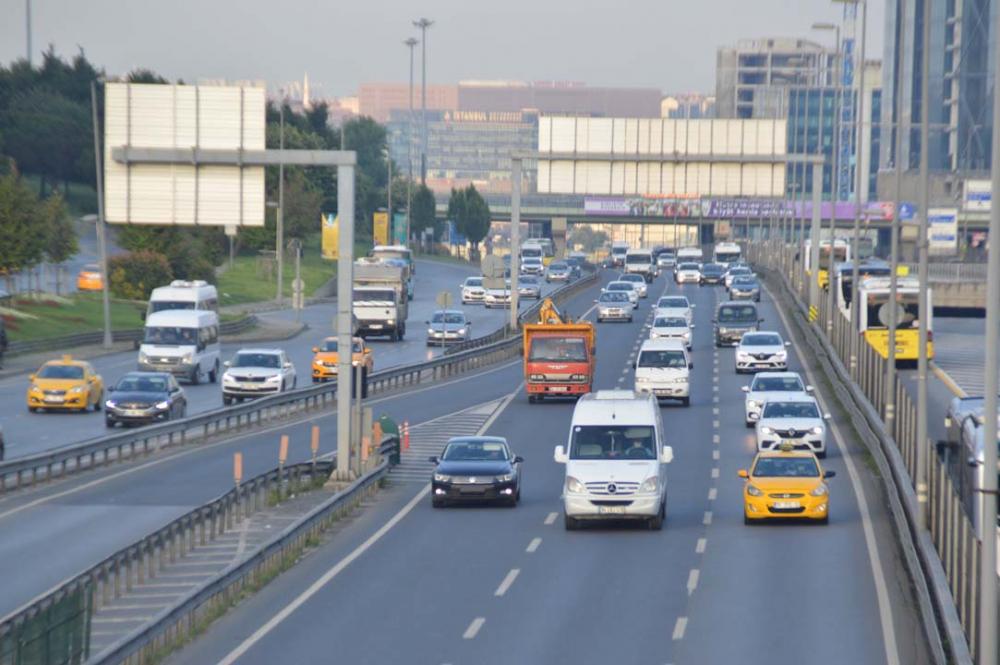 İstanbul yeni güne hareketli başladı! Trafik yoğunluğu dikkat çekti 6