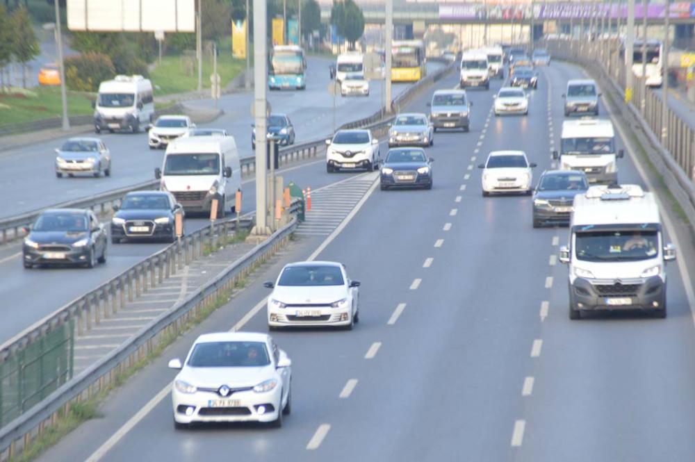 İstanbul yeni güne hareketli başladı! Trafik yoğunluğu dikkat çekti 7