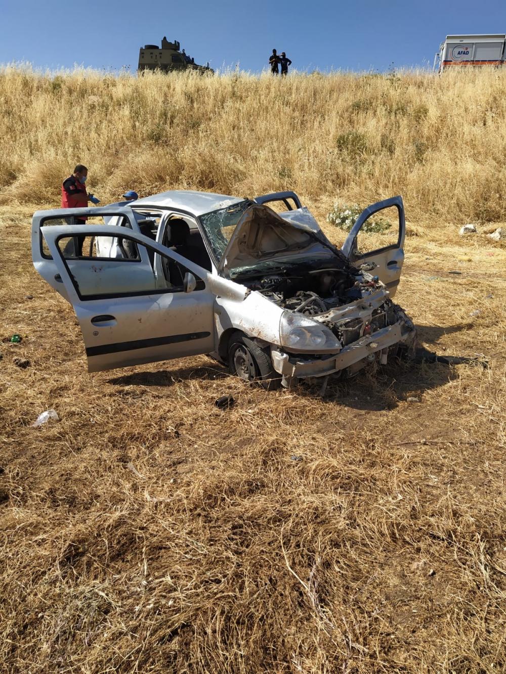 Korkunç kaza! Otomobil hurdaya döndü 7