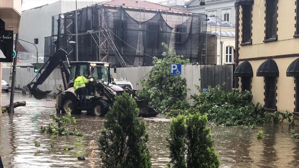 Sağanak yağış megakent İstanbul'da hayatı felç etti! Yollar göle döndü 25