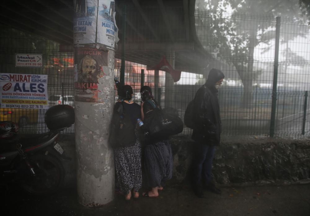 Sağanak yağış megakent İstanbul'da hayatı felç etti! Yollar göle döndü 33