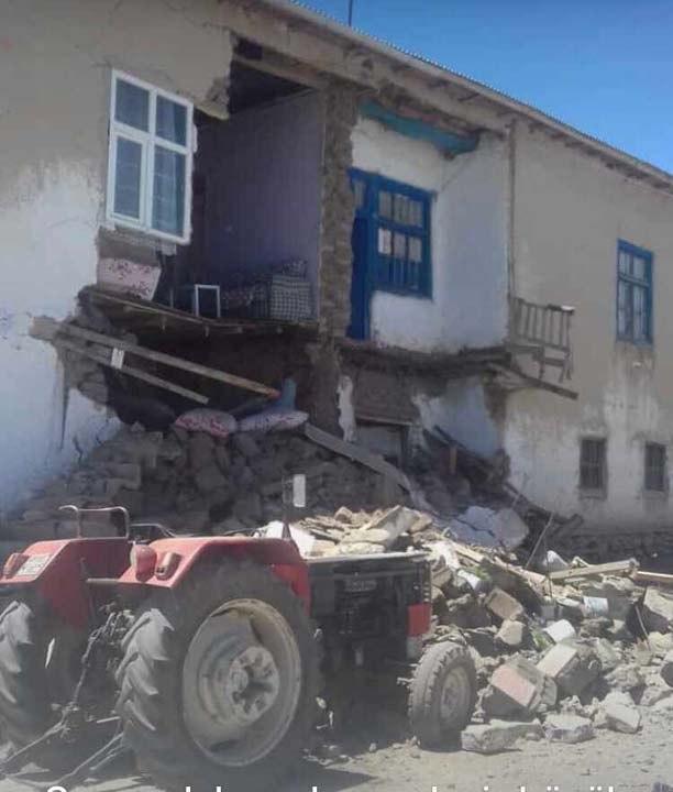 Van'daki depremden görüntüler!Bazı evlerde hasarlar oluştu 1