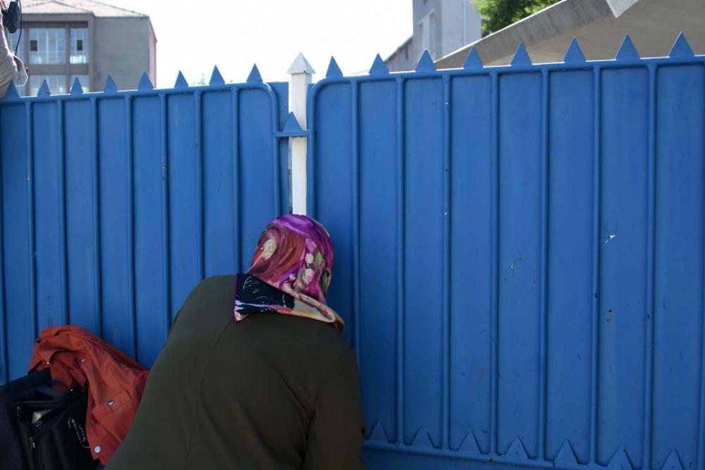 Konya'da öğrenciler sosyal mesafeye uydu, veliler ise hiçe saydı 14