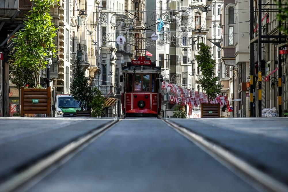 Sokağa çıkma kısıtlamasında İstanbul sessizliğe büründü 1
