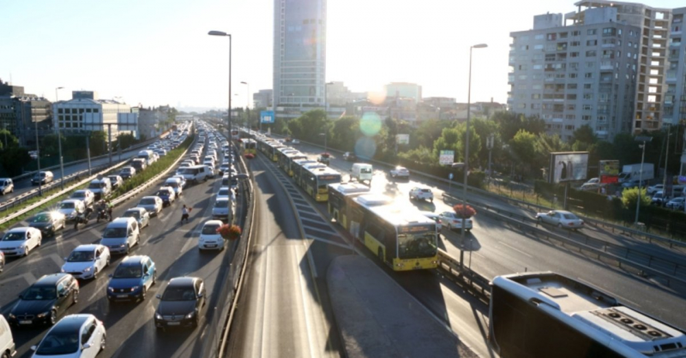 İstanbul'da kısıtlamanın sona ermesiyle trafikte yoğunluk başladı 2