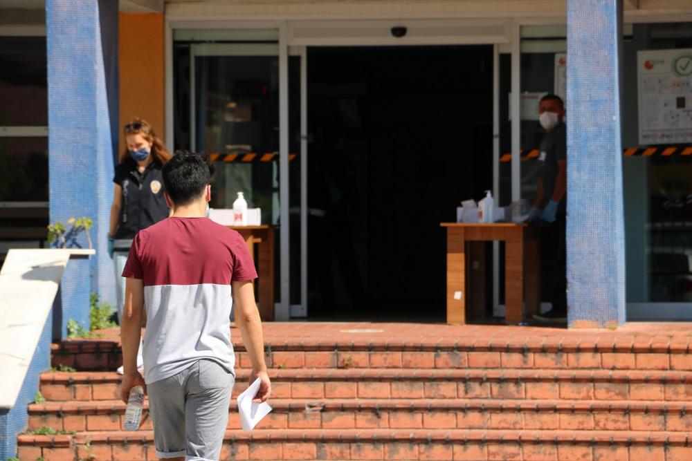 Yanlış okula gitti, sınav için imdadına vatandaşlar yetişti 6