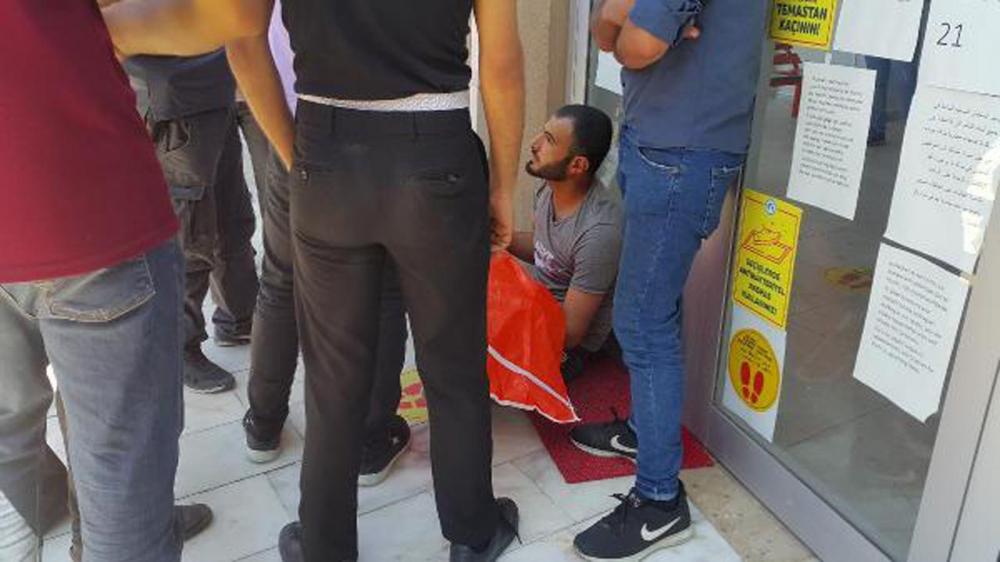 2 yaşındaki çocuğunun cansız bedeniyle sokakta oturdu! 6