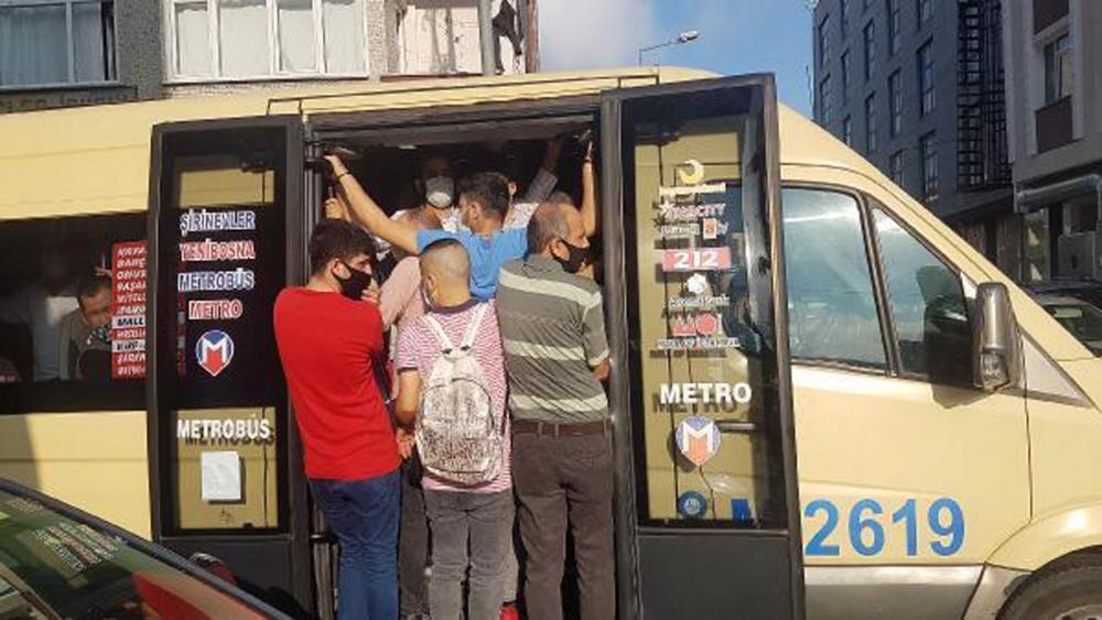 İstanbul'da akıl almaz görüntüler! Araçlardan sarkarak yolculuk yaptılar 13