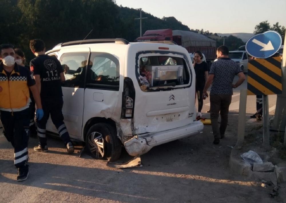 Samsun'da trafik kazası: 4 kişi yaralandı 5