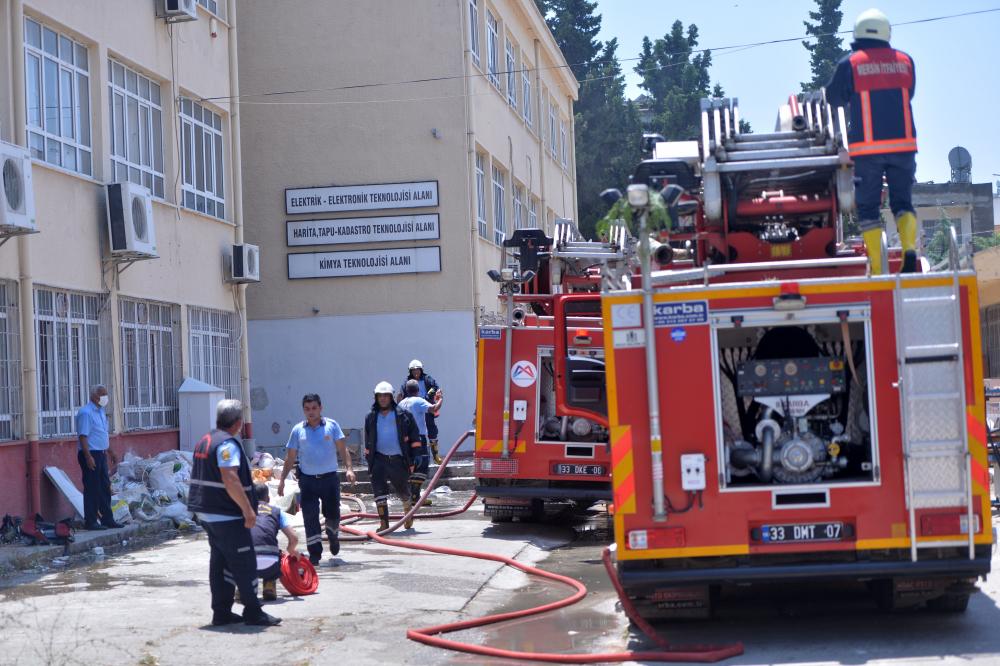 Mersin'de lisede şiddetli patlama: 2 öğretmen yaralandı 7