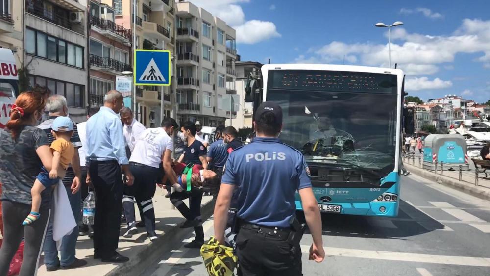 Telefonla konuşan otobüs şoförü, yaya geçidindeki kadına çarptı 3