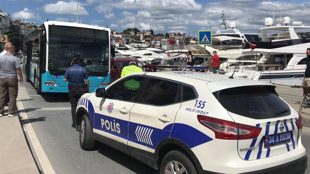 Telefonla konuşan otobüs şoförü, yaya geçidindeki kadına çarptı 5