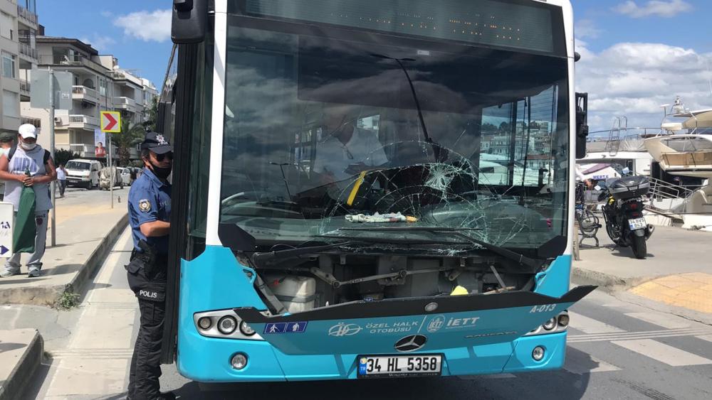 Telefonla konuşan otobüs şoförü, yaya geçidindeki kadına çarptı 6