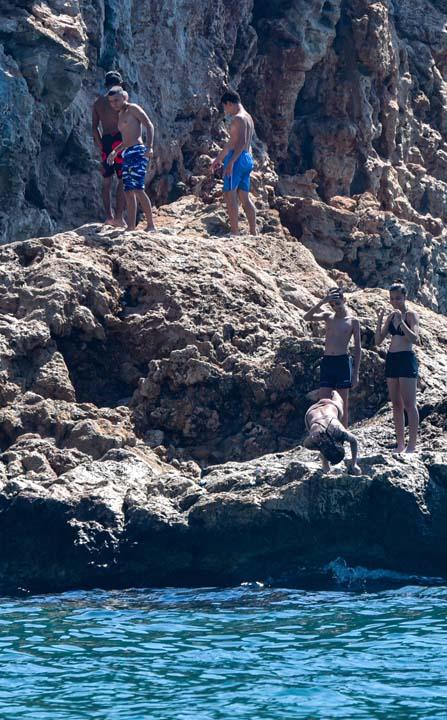 Antalya'da vatandaşlar sahile akın etti! Mesafe ve maske yok sayıldı 4