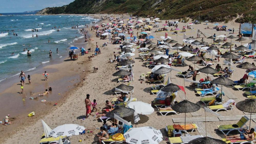 Şile plajları doldu taştı! Vatandaşlara sosyal mesafe ve maske uyarısı yapıldı 10