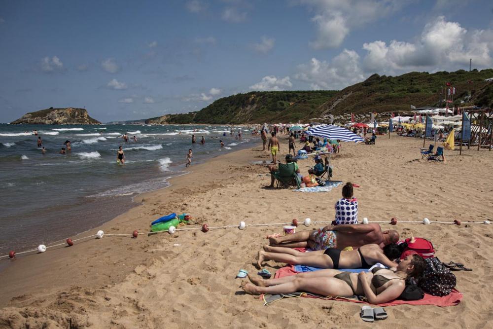 Şile plajları doldu taştı! Vatandaşlara sosyal mesafe ve maske uyarısı yapıldı 13