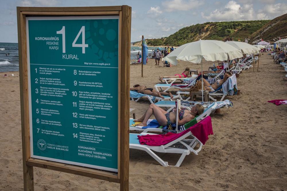Şile plajları doldu taştı! Vatandaşlara sosyal mesafe ve maske uyarısı yapıldı 15