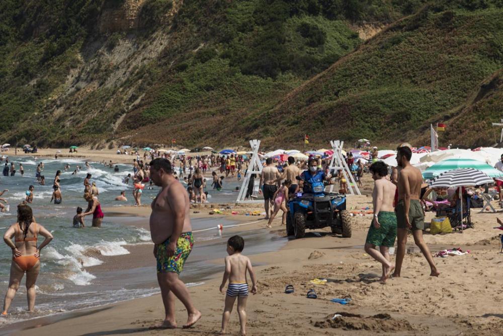 Şile plajları doldu taştı! Vatandaşlara sosyal mesafe ve maske uyarısı yapıldı 8