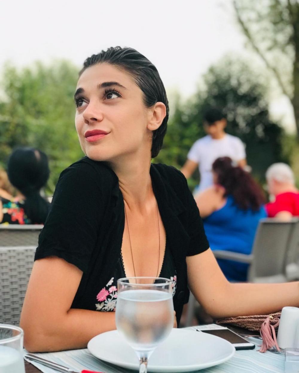 Ünlü ve siyasetçilerin Pınar Gültekin mesajları 9