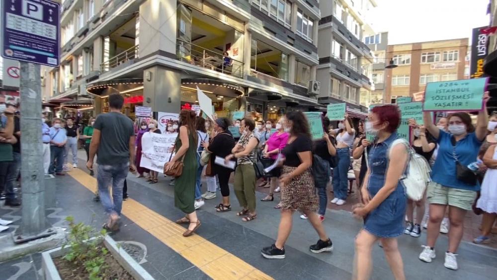 Pınar Gültekin cinayetini protesto eden kadınlara laf atan adama vatandaşlardan tepki 4
