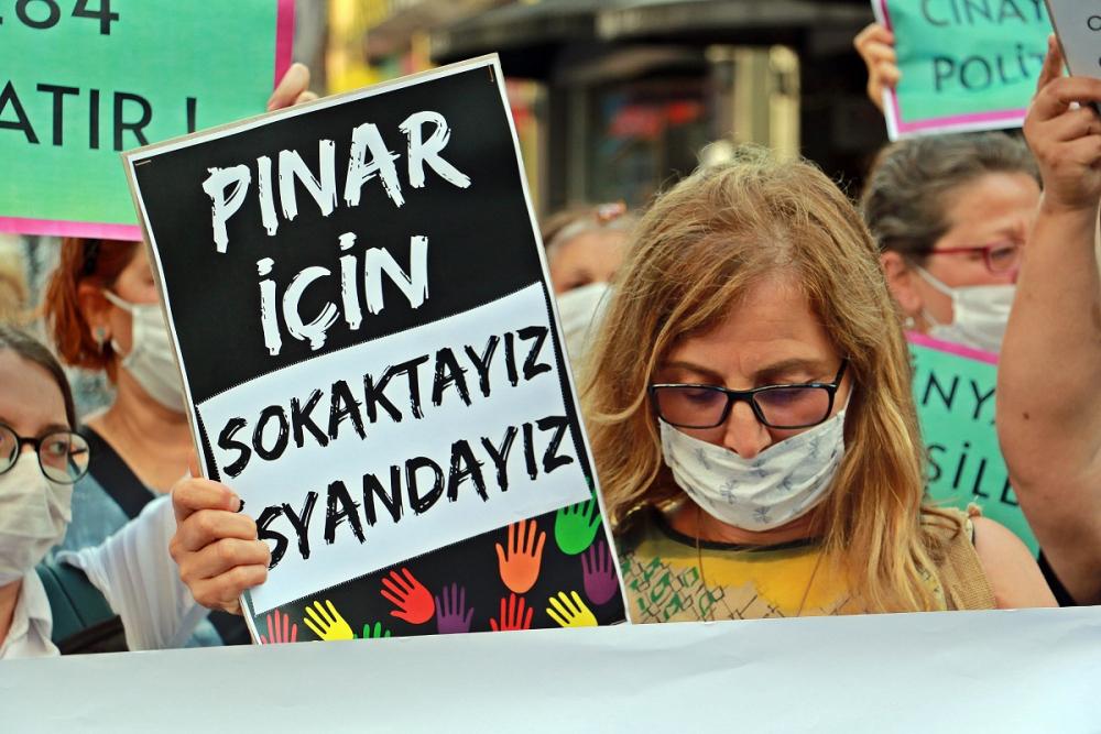 Pınar Gültekin cinayetini protesto eden kadınlara laf atan adama vatandaşlardan tepki 6