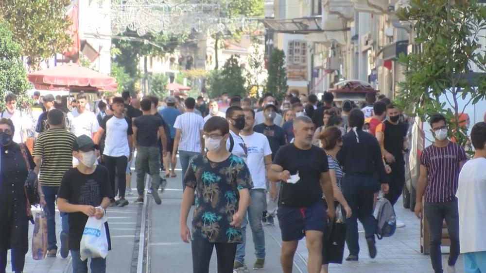 İstiklal Caddesinde korkutan yoğunluk! Maske ve mesafe yok sayıldı 1