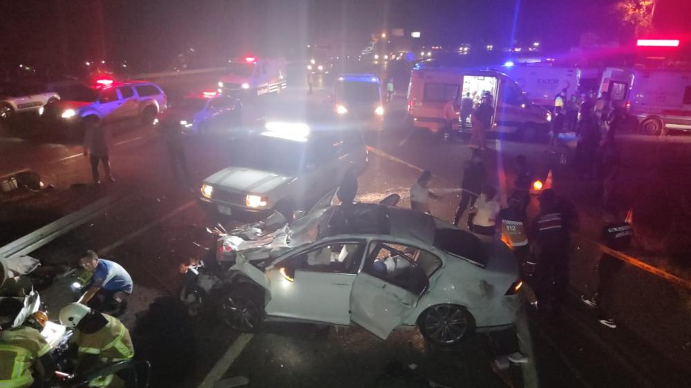 Bursa'da can pazarı! Korkunç kazada 4 kişi öldü, 6 kişi yaralandı 3