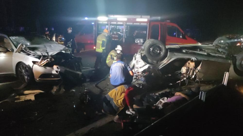 Bursa'da can pazarı! Korkunç kazada 4 kişi öldü, 6 kişi yaralandı 7