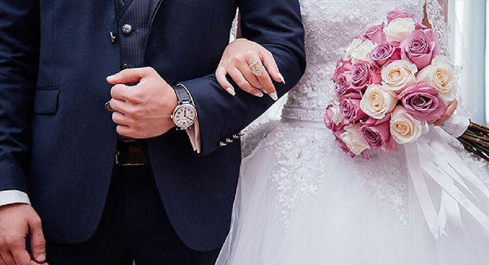 Düğün kısıtlamalarına gelinlikli eylem 1