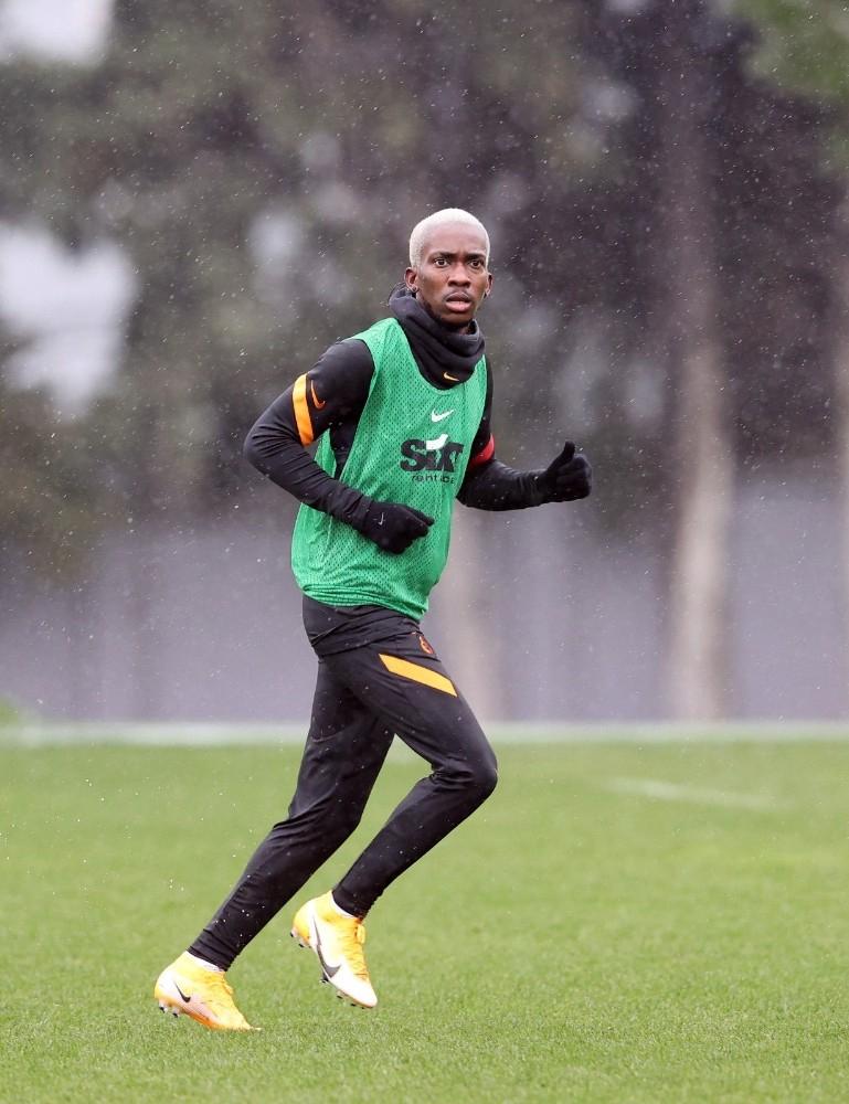Henry Onyekuru, Galatasaray'daki 3'üncü döneminin ilk antrenmanına çıktı! 1