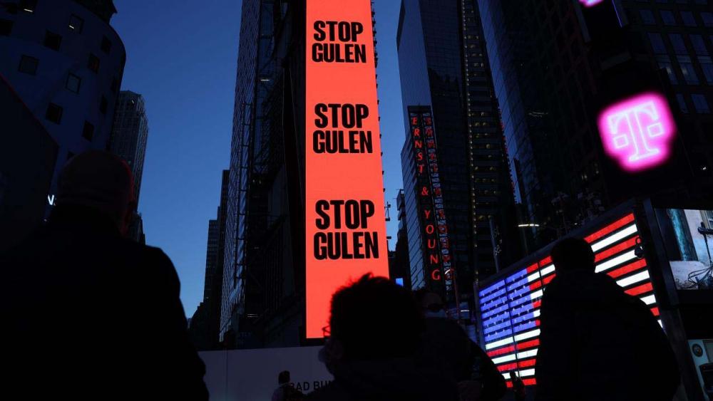 """FETÖ'nün karanlık yüzü Amerika'da afişe edildi: """"Stop Gülen"""" 1"""