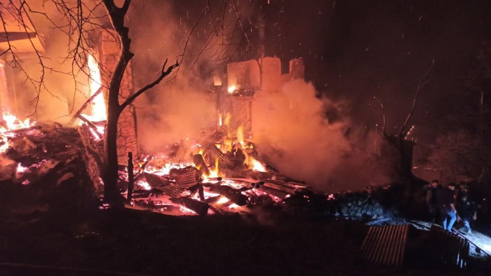 Yusufeli'nin yaraları sarılamamışken Artvin'de ikinci yangın: Ortaköy alev alev! 1