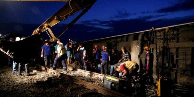 Tekirdağ'daki tren kazasından ortaya çıkan korkunç fotoğraflar