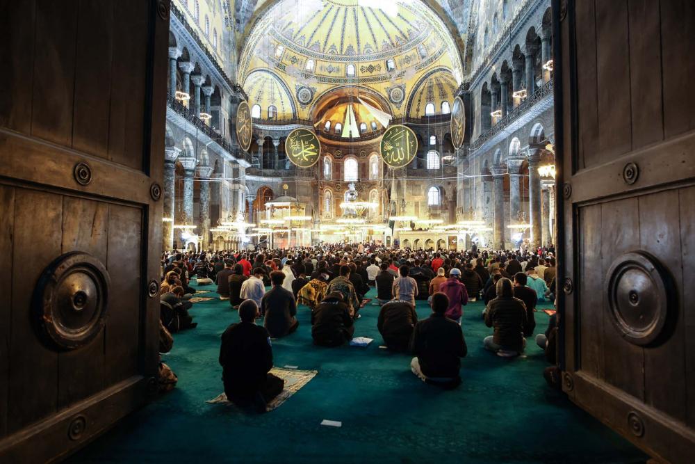 Tarihi an:  Ayasofya-i Kebir Cami-i Şerifi'nde 87 yıl sonra ilk bayram namazı kılındı 1