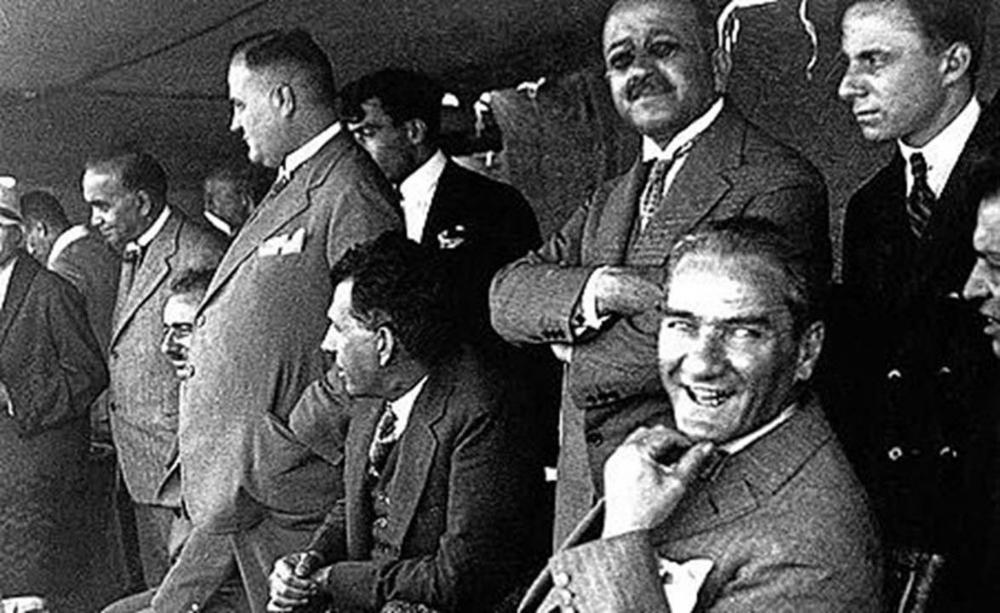Ünlülerin, 19 Mayıs Atatürk'ü Anma Gençlik ve Spor Bayramı paylaşımları 16