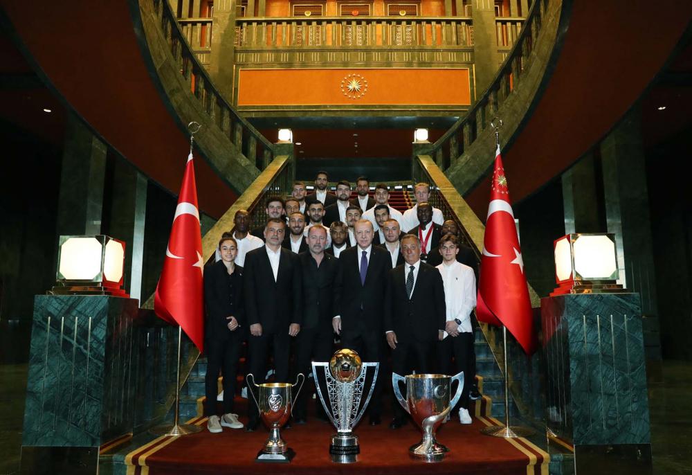 Cumhurbaşkanı Erdoğan, çifte kupalı şampiyon Beşiktaş'ı kabul etti! İşte kabulden fotoğraflar... 18