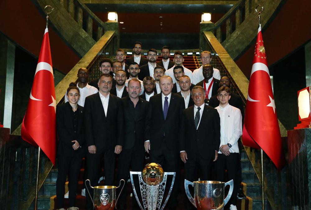 Cumhurbaşkanı Erdoğan, çifte kupalı şampiyon Beşiktaş'ı kabul etti! İşte kabulden fotoğraflar... 19
