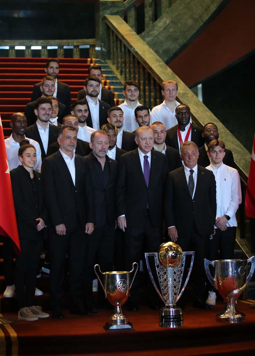 Cumhurbaşkanı Erdoğan, çifte kupalı şampiyon Beşiktaş'ı kabul etti! İşte kabulden fotoğraflar... 21