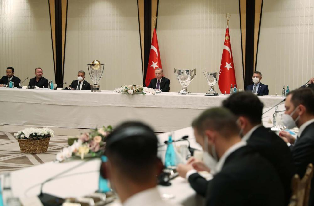 Cumhurbaşkanı Erdoğan, çifte kupalı şampiyon Beşiktaş'ı kabul etti! İşte kabulden fotoğraflar... 8