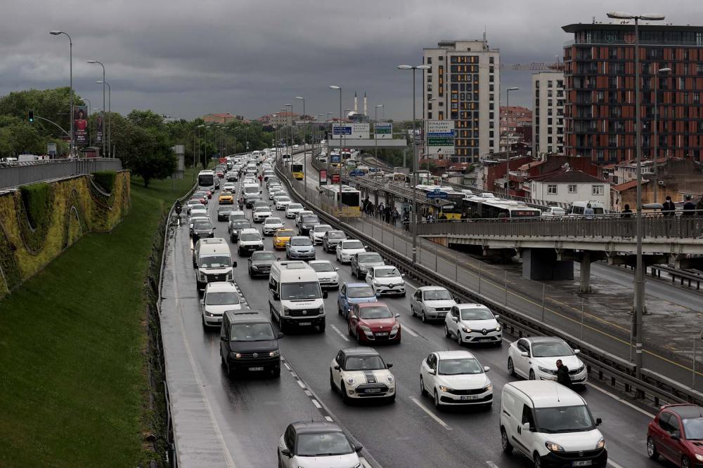 Sokağa çıkma kısıtlaması öncesi İstanbul'da trafik yoğunluğu yaşanıyor 11