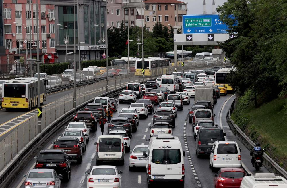 Sokağa çıkma kısıtlaması öncesi İstanbul'da trafik yoğunluğu yaşanıyor 9