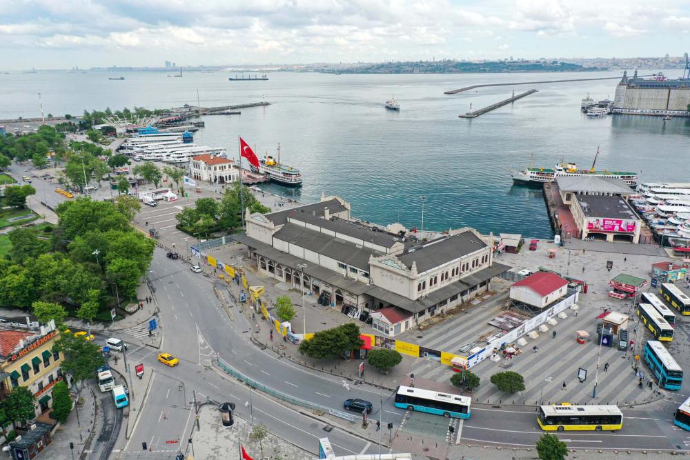 Sokağa çıkma kısıtlamasında Kadıköy Meydanına sessizlik çöktü! 2