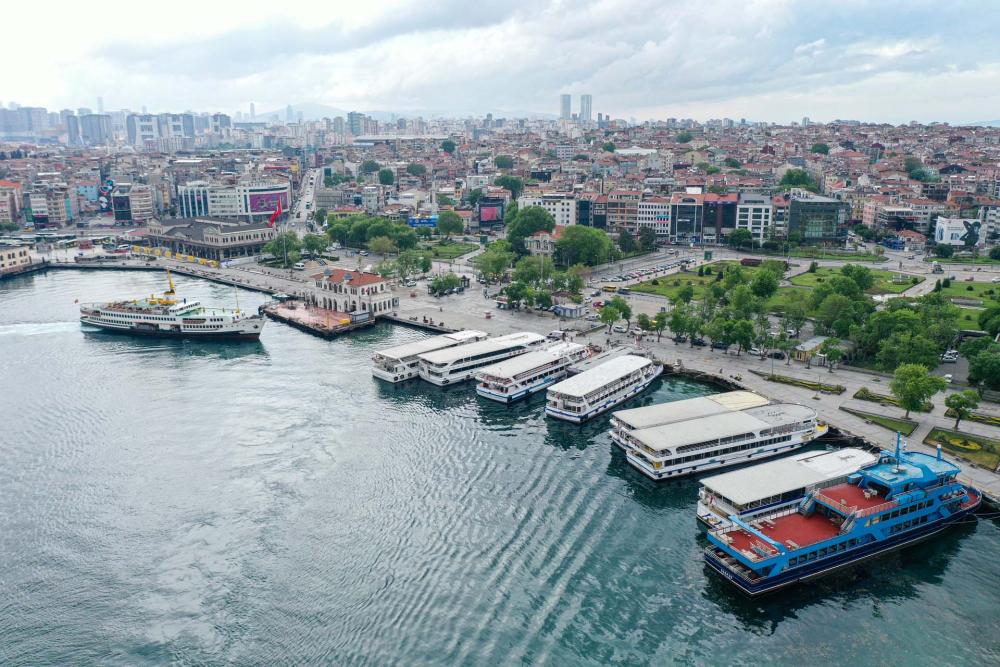 Sokağa çıkma kısıtlamasında Kadıköy Meydanına sessizlik çöktü! 4