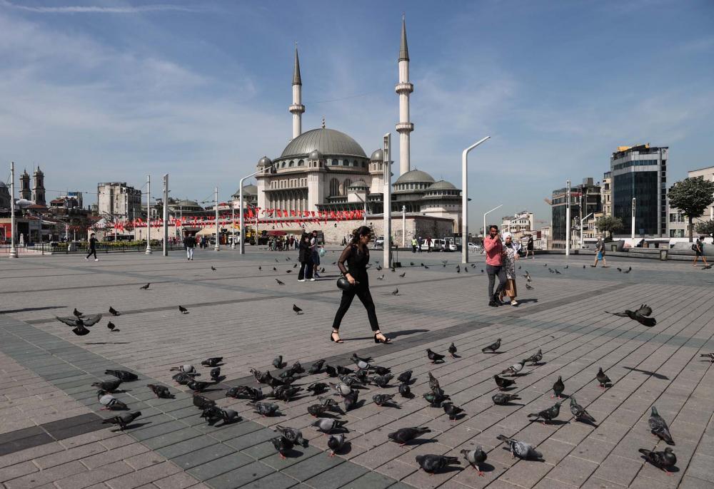 Sokağa çıkma kısıtlaması bitti, İstanbullular İstiklal Caddesine akın etti 2