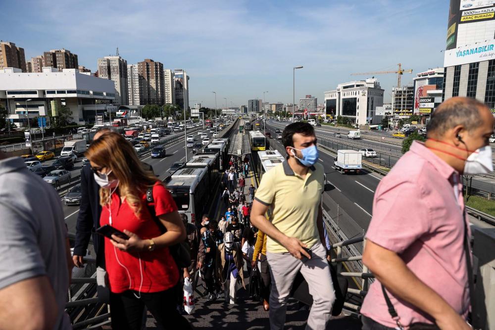 Sokağa çıkma kısıtlaması bitti, İstanbullular İstiklal Caddesine akın etti 3