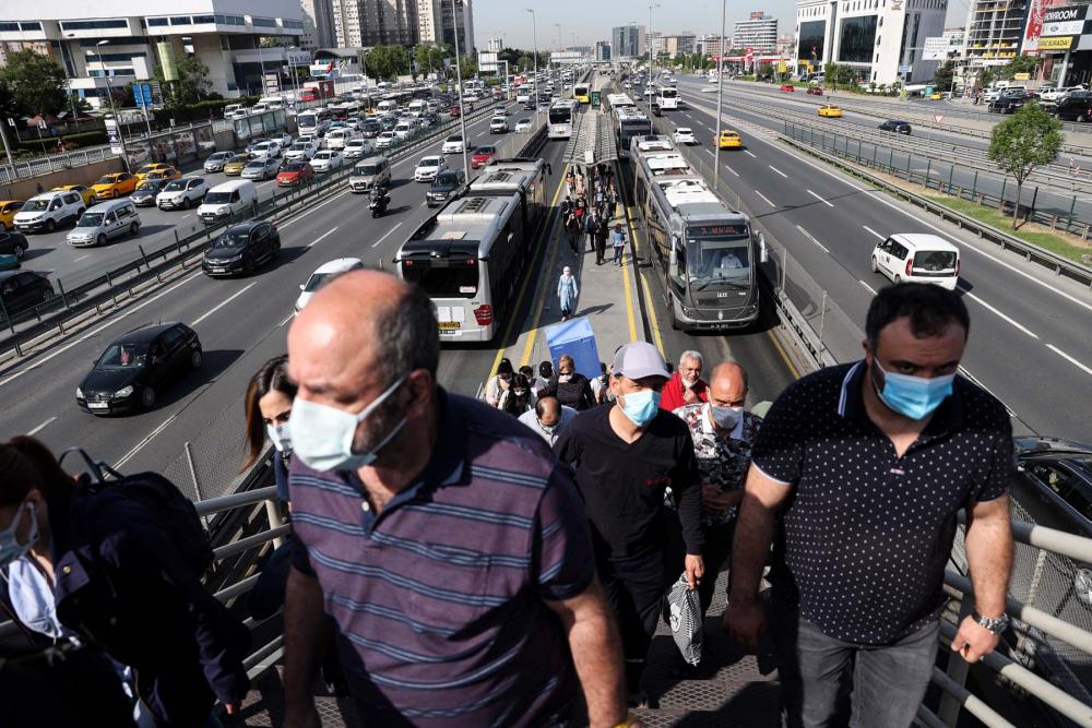 Sokağa çıkma kısıtlaması bitti, İstanbullular İstiklal Caddesine akın etti 5