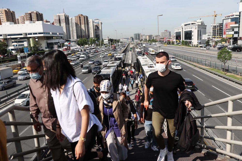 Sokağa çıkma kısıtlaması bitti, İstanbullular İstiklal Caddesine akın etti 7